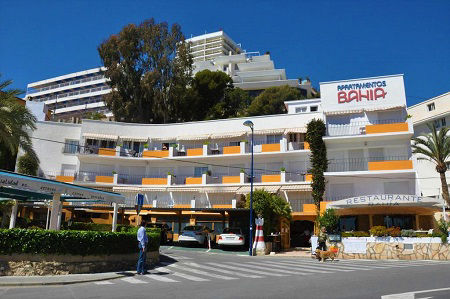 Bahia Apartments for quiet beach front self-catering holiday in Benidorm