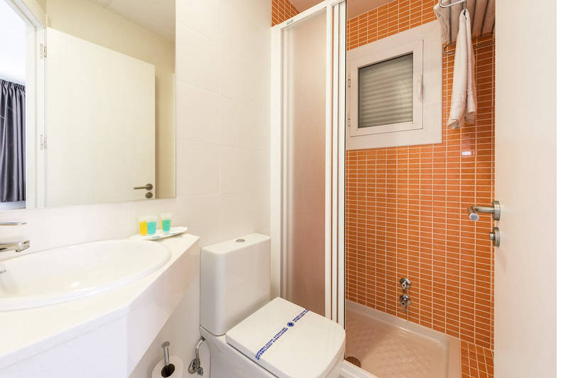 Beach apartments Atlantida Benidorm Poniente - bathroom