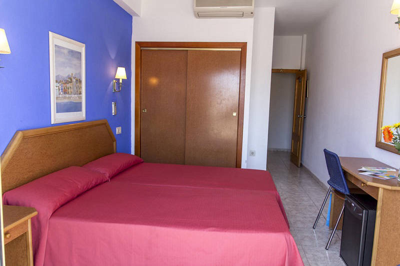 Colon a Cheap Hotel directly on the beach in Benidorm Poniente