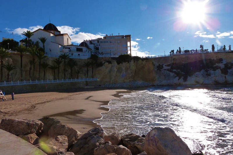 Queens Apartments by MC - Nearest beach is Mal Pas 70m way by steps.