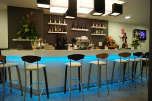 The New Caf� Bar