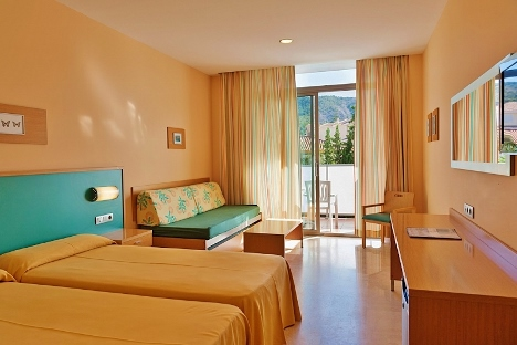 Twin rooms all with sofa beds sutiable for children.